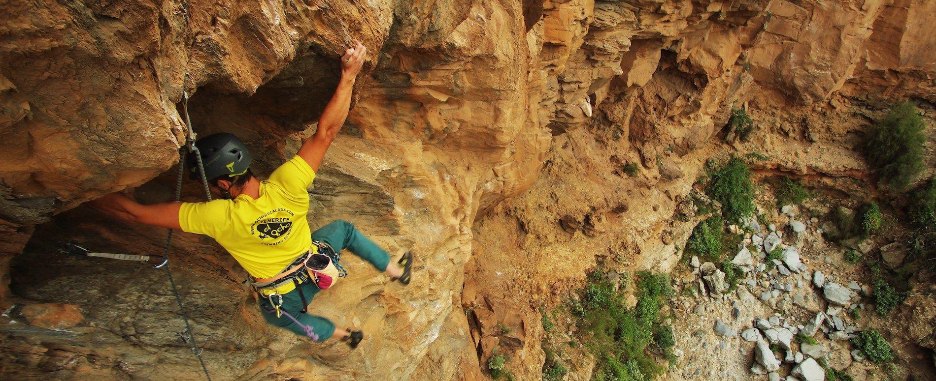grimpeur face à un dévers